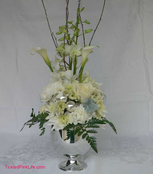winter wonderland Christmas floral arrangement