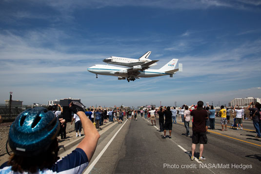 shuttle Endeavour final approach to LAX