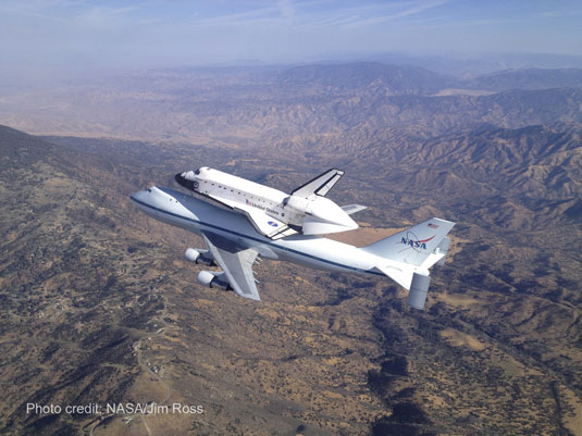 space shuttle Endeavour over Tehachapi Mountains