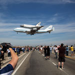 Thumbnail image for Thousands Watch as Space Shuttle Endeavour Completes an Historic California Flyover