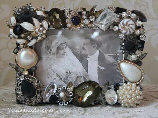 vintage jewelry picture frame black white