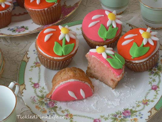 strawberry daisy cupcakes